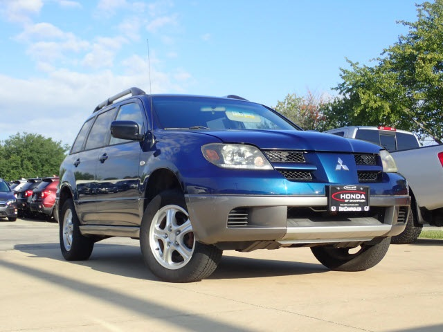 Pre-Owned 2004 Mitsubishi Outlander LS